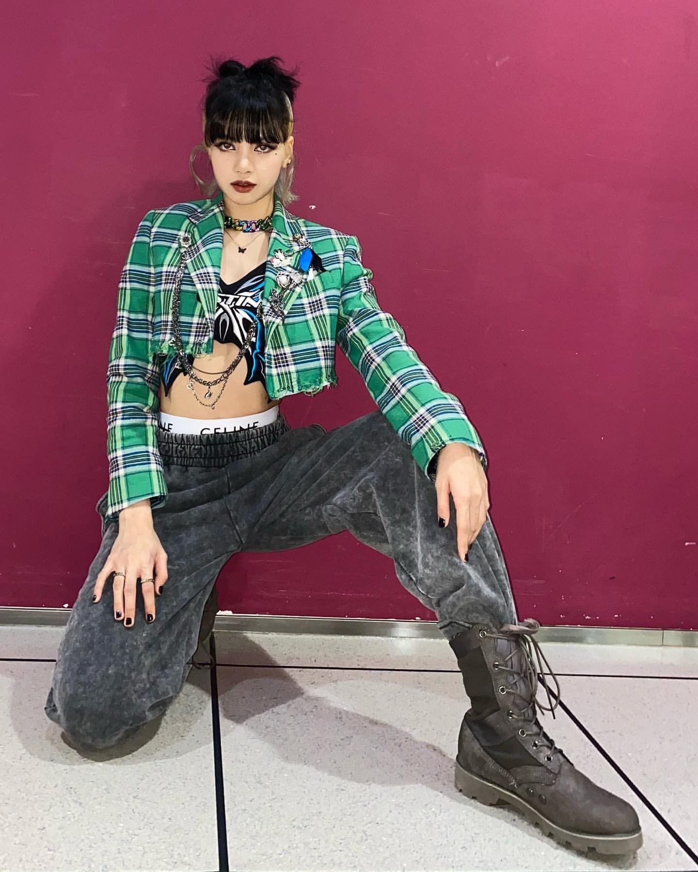Ngọc Trinh diện chung áo với Lisa (BLACKPINK): Style khác biệt, đẳng cấp cũng cách biệt rõ ràng - Ảnh 5.