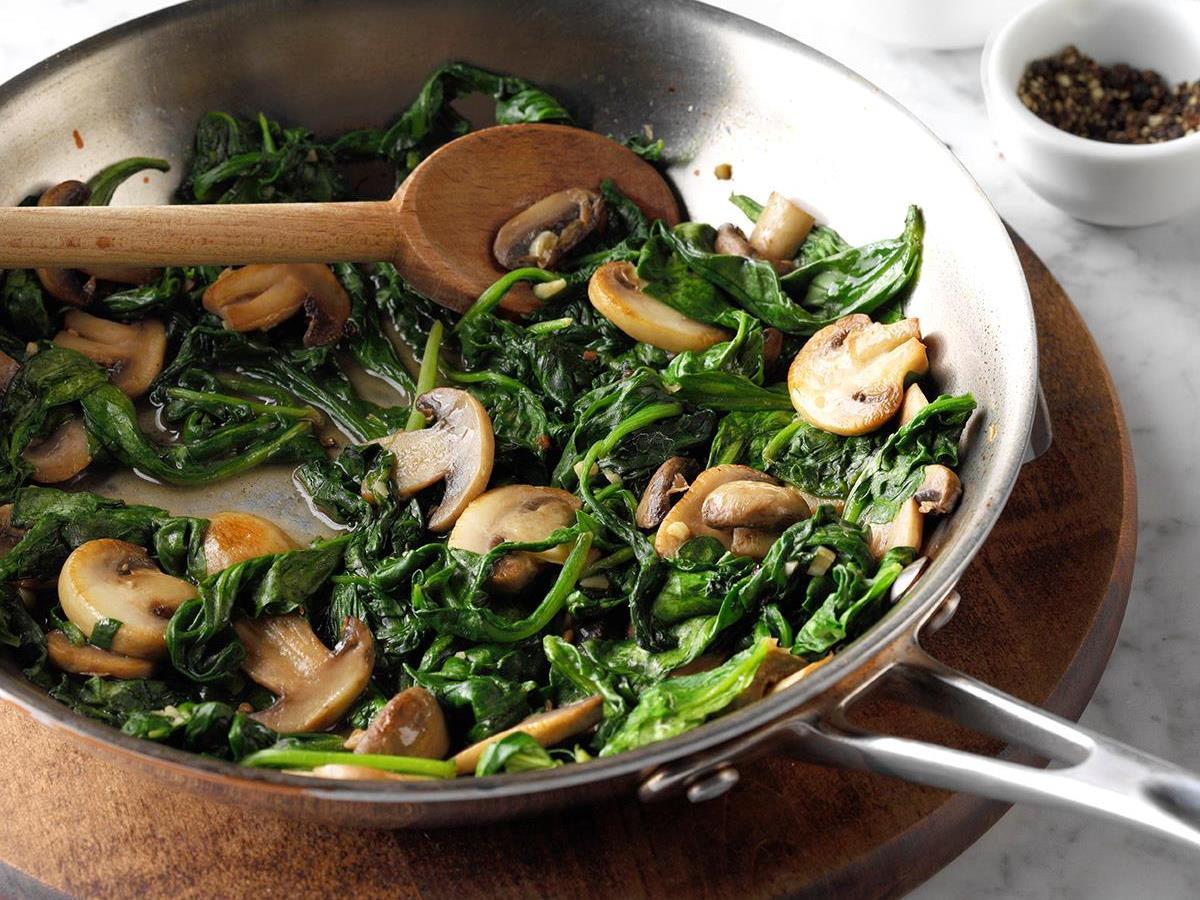 Mushroom-and-Spinach-Saute_EXPS_THAM17_24335_D11_09_5b.jpg