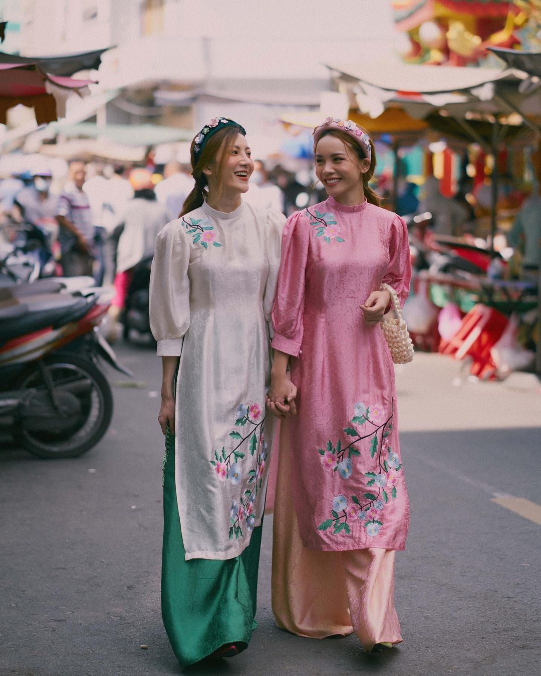 Sao Việt rộn ràng diện áo dài đón Tết sớm, kiểu hot hit nhất năm nay nằm cả ở chi tiết này - Ảnh 2.
