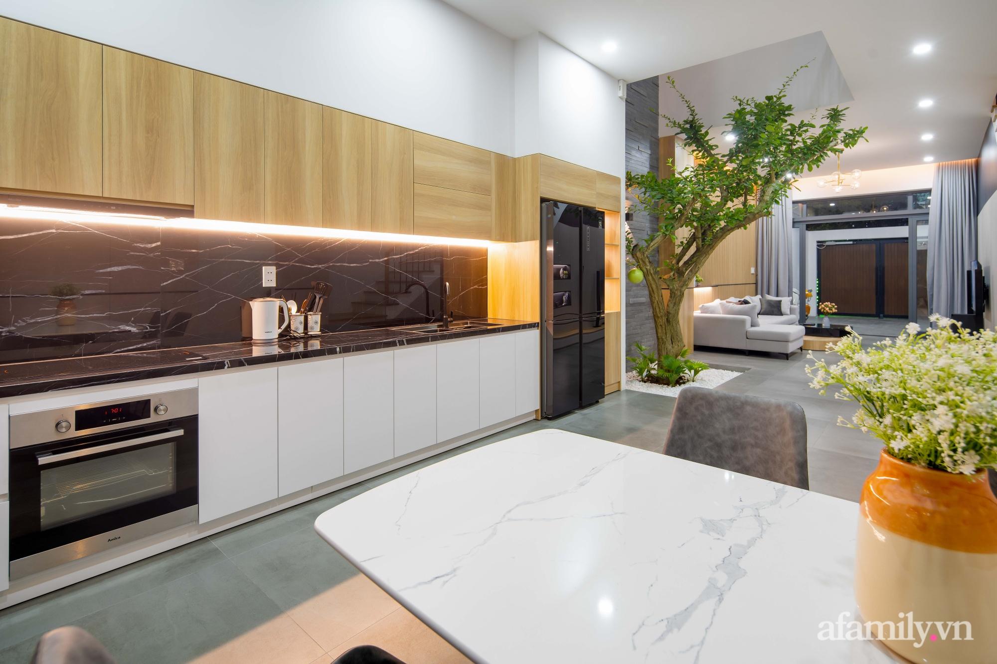 Nhà phố 3 tầng đẹp hiện đại với phong cách tối giản ngập tràn ánh sáng và cây xanh ở Đà Nẵng - Ảnh 10.