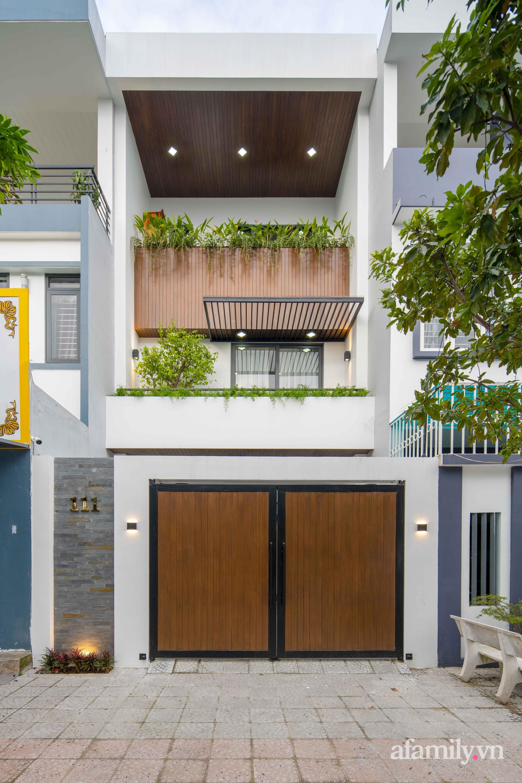 Nhà phố 3 tầng đẹp hiện đại với phong cách tối giản ngập tràn ánh sáng và cây xanh ở Đà Nẵng - Ảnh 2.