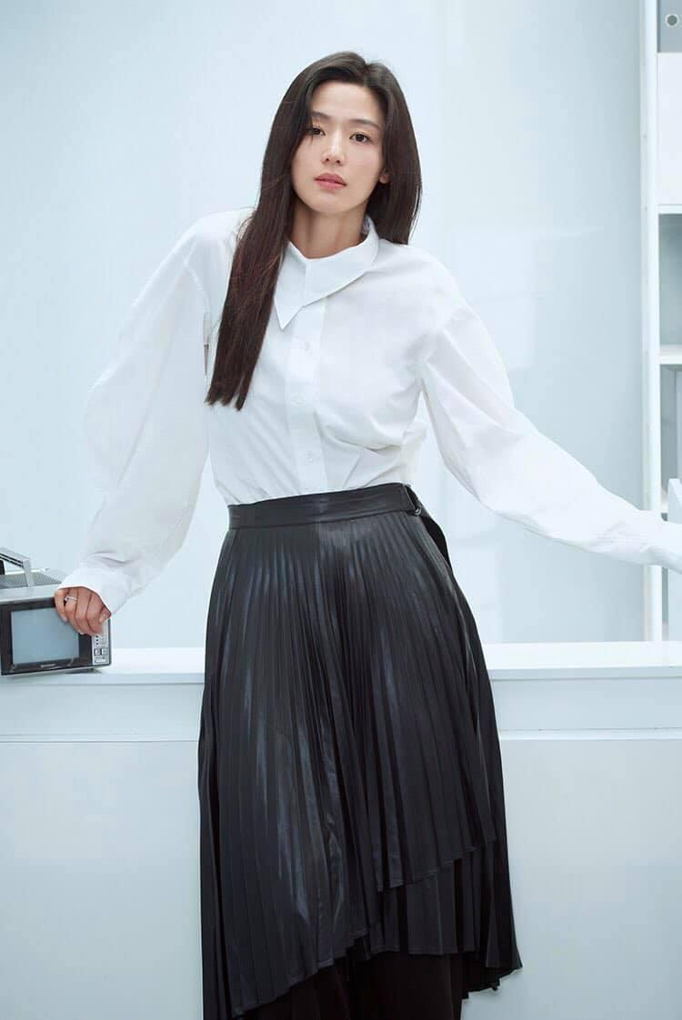 Hóng 10 set đồ của Jeon Ji Hyun, chị em nhặt ra khối tip lên đồ ưng mắt vừa sang vừa trẻ cho mùa lạnh - Ảnh 1.
