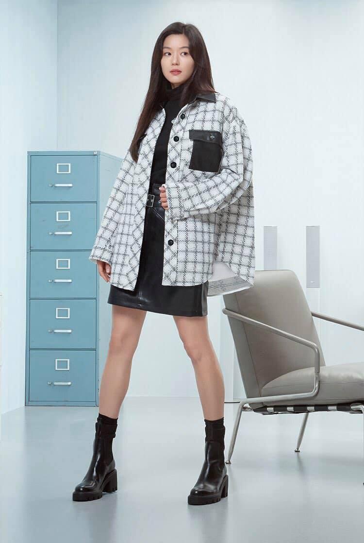 Hóng 10 set đồ của Jeon Ji Hyun, chị em nhặt ra khối tip lên đồ ưng mắt vừa sang vừa trẻ cho mùa lạnh - Ảnh 5.