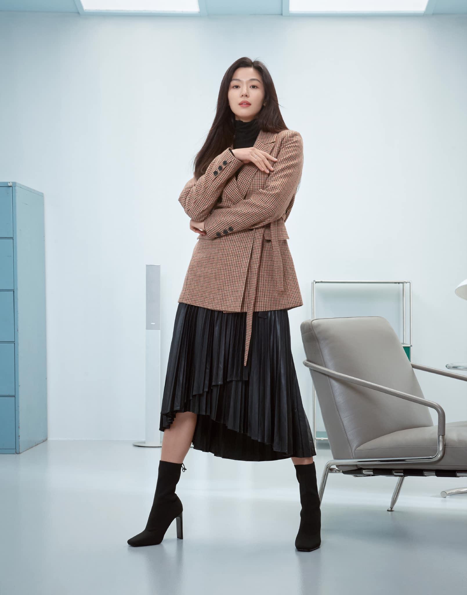 Hóng 10 set đồ của Jeon Ji Hyun, chị em nhặt ra khối tip lên đồ ưng mắt vừa sang vừa trẻ cho mùa lạnh - Ảnh 2.