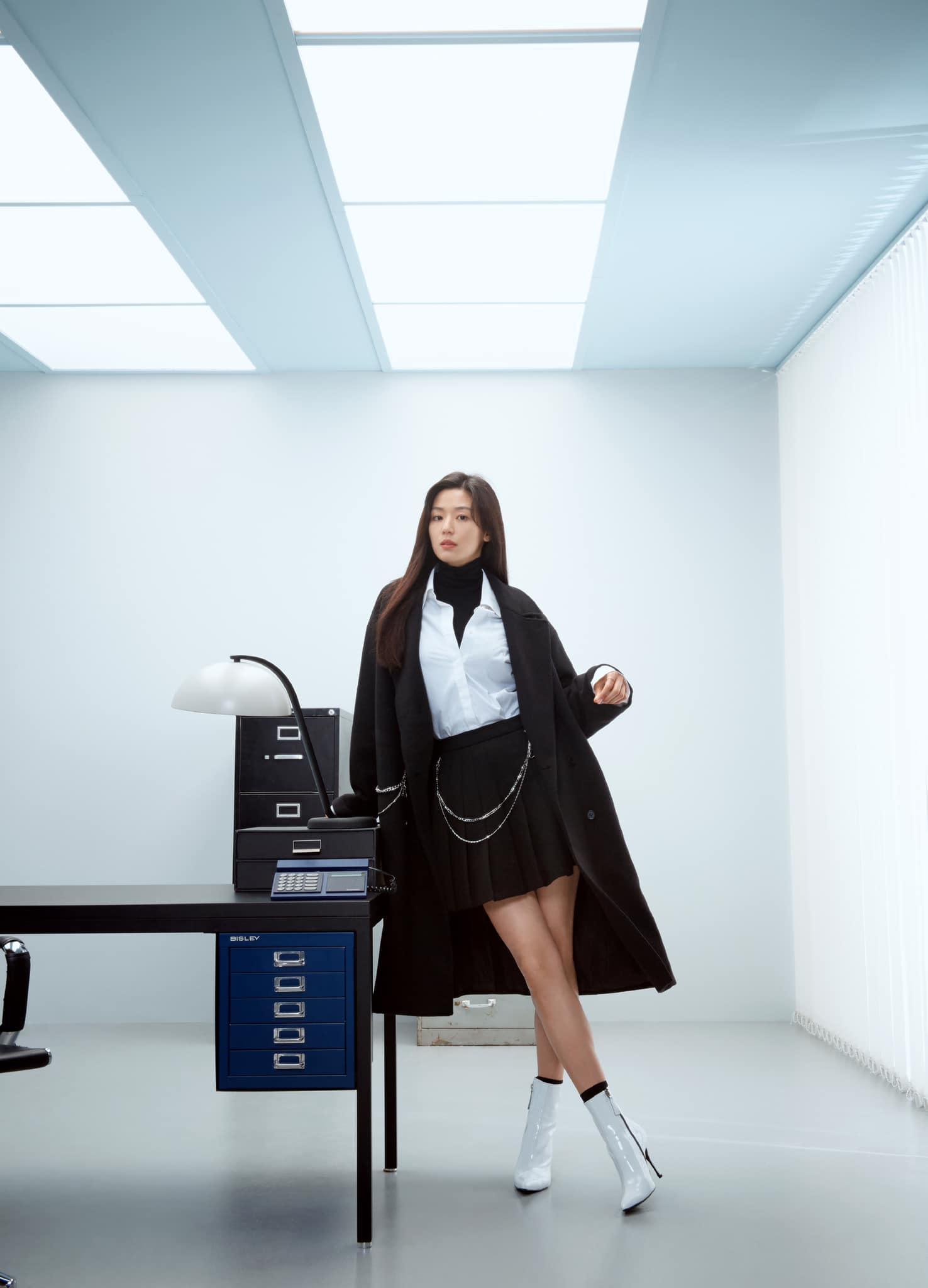 Hóng 10 set đồ của Jeon Ji Hyun, chị em nhặt ra khối tip lên đồ ưng mắt vừa sang vừa trẻ cho mùa lạnh - Ảnh 3.