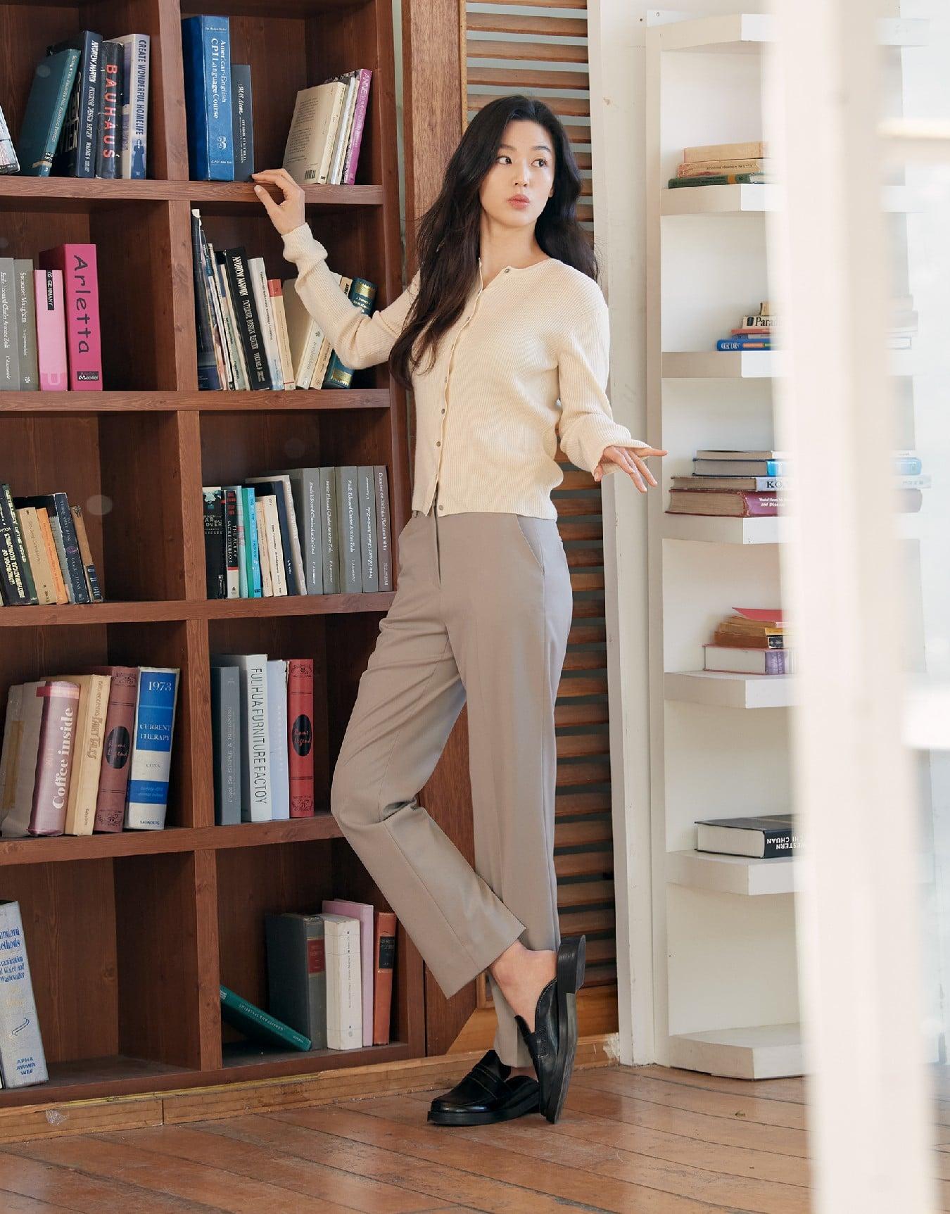 Hóng 10 set đồ của Jeon Ji Hyun, chị em nhặt ra khối tip lên đồ ưng mắt vừa sang vừa trẻ cho mùa lạnh - Ảnh 9.