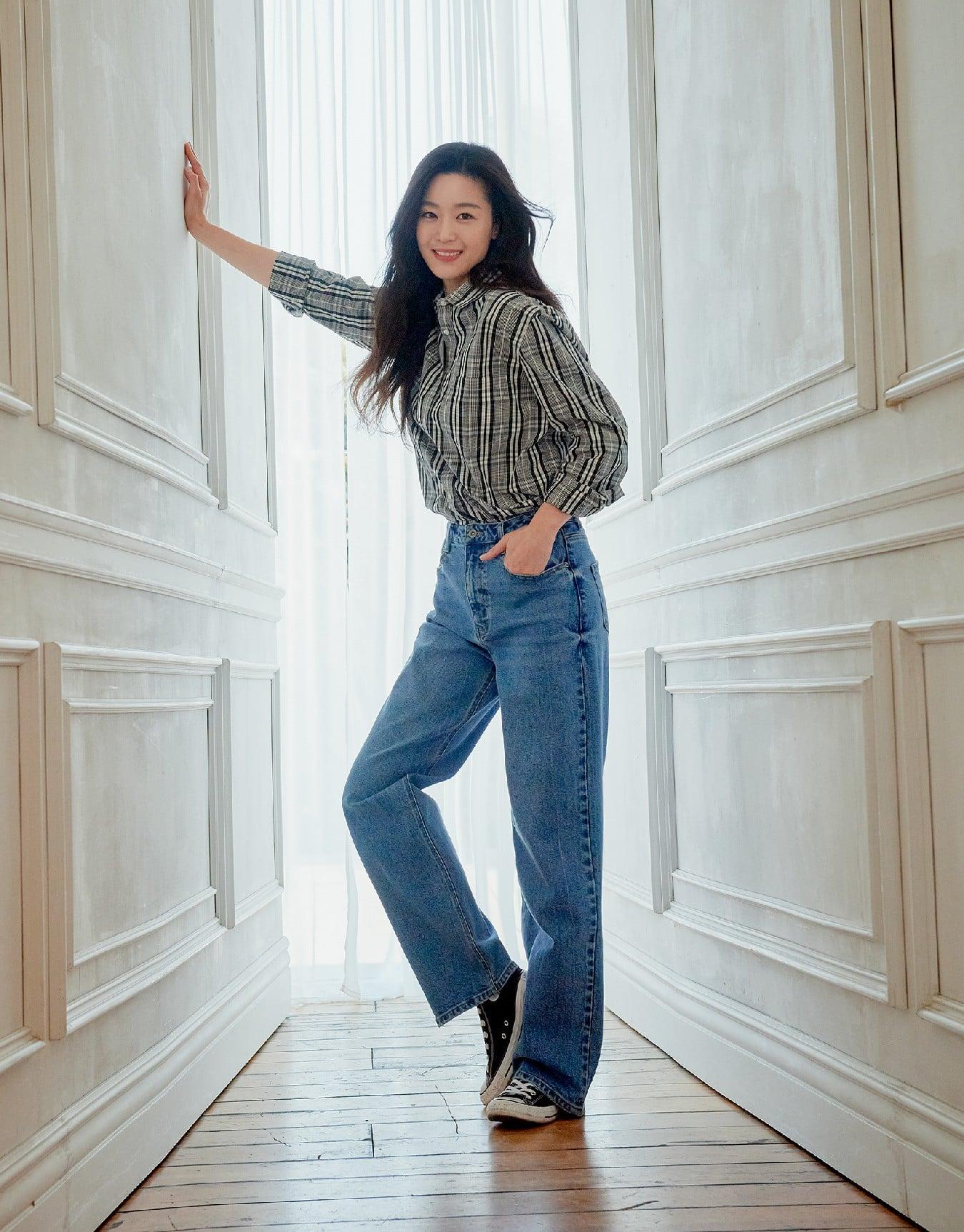 Hóng 10 set đồ của Jeon Ji Hyun, chị em nhặt ra khối tip lên đồ ưng mắt vừa sang vừa trẻ cho mùa lạnh - Ảnh 7.