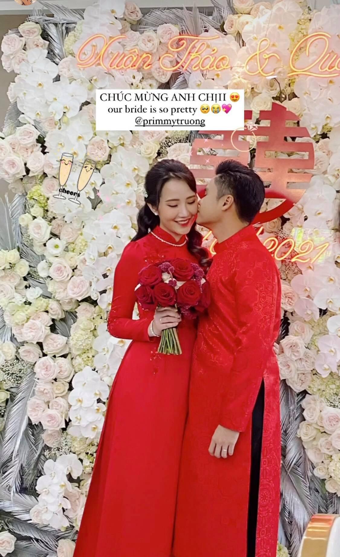 """Cô dâu Primmy Trương diện túi Dior bản giới hạn trong ngày rước dâu, chú rể Phan Thành thể hiện tình cảm bằng hành động nhỏ xíu khiến dân tình """"phát hờn"""" - Ảnh 2."""
