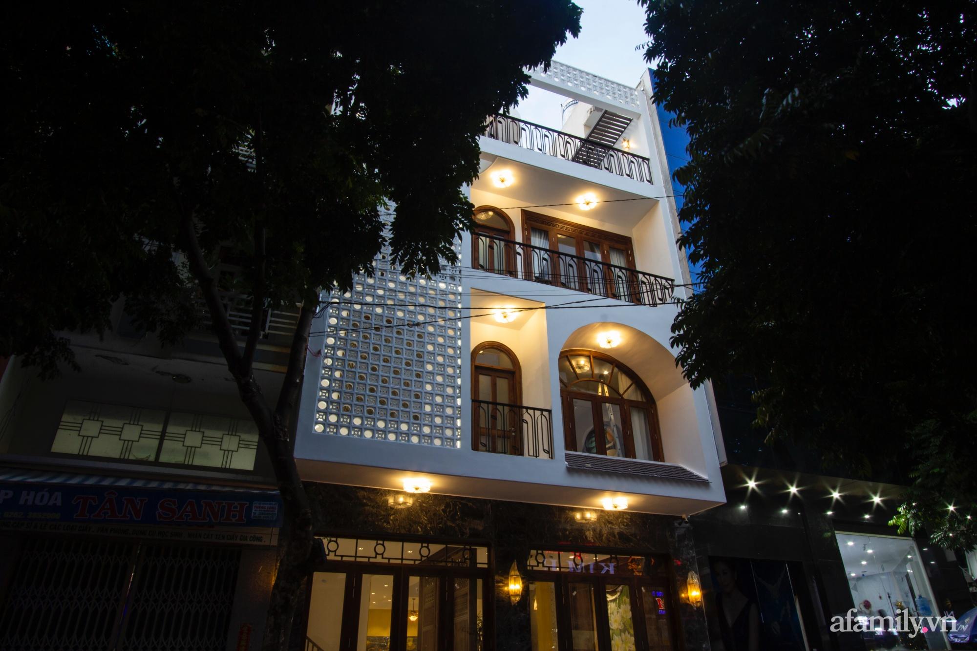 Nhà phố 8x16m đẹp bình yên, tĩnh tại mang hơi hướng của Đạo Phật và phong cách Á Đông ở Buôn Ma Thuột - Ảnh 2.