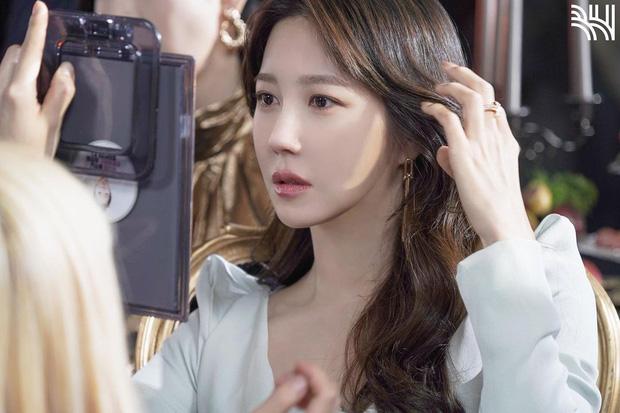 """Nhan sắc cực khó tin của """"bà cả Penthouse"""" Lee Ji Ah ở tuổi 42, """"hack tuổi"""" chẳng kém Jang Nara - Ảnh 2."""