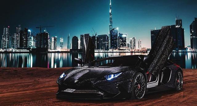 """Ô tô đính 1.000.000 viên pha lê lấp lánh thì trông sẽ như thế nào? Nếu bạn chưa tưởng tượng ra thì hãy xem chiếc Mercedes từng gây """"náo loạn"""" MXH này - Ảnh 4."""