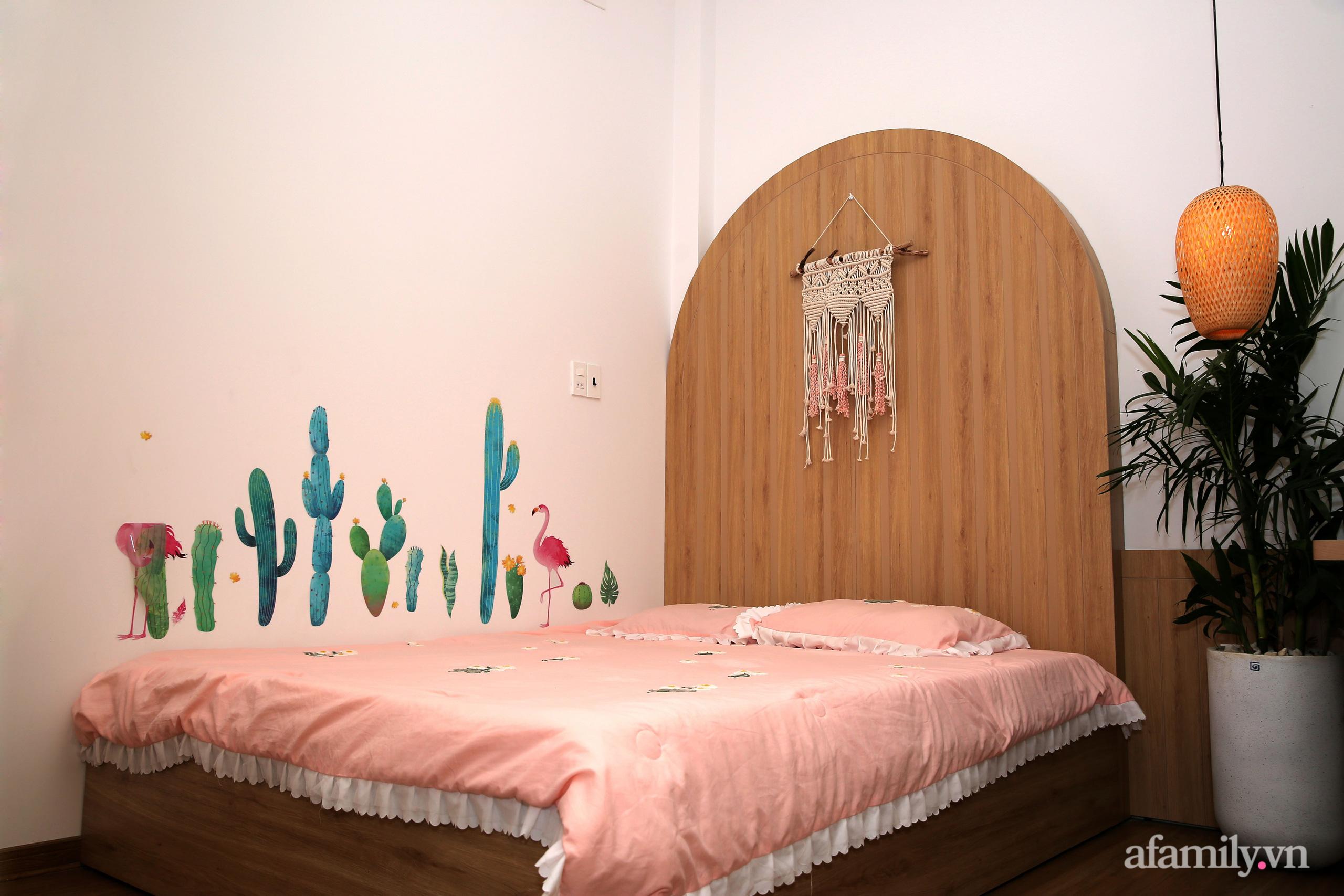 Chồng xây tặng vợ con ngôi nhà ấm cúng với sắc trắng vàng cùng cây xanh và ánh sáng ngập tràn ở Đà Nẵng sau 10 năm ở trọ - Ảnh 15.