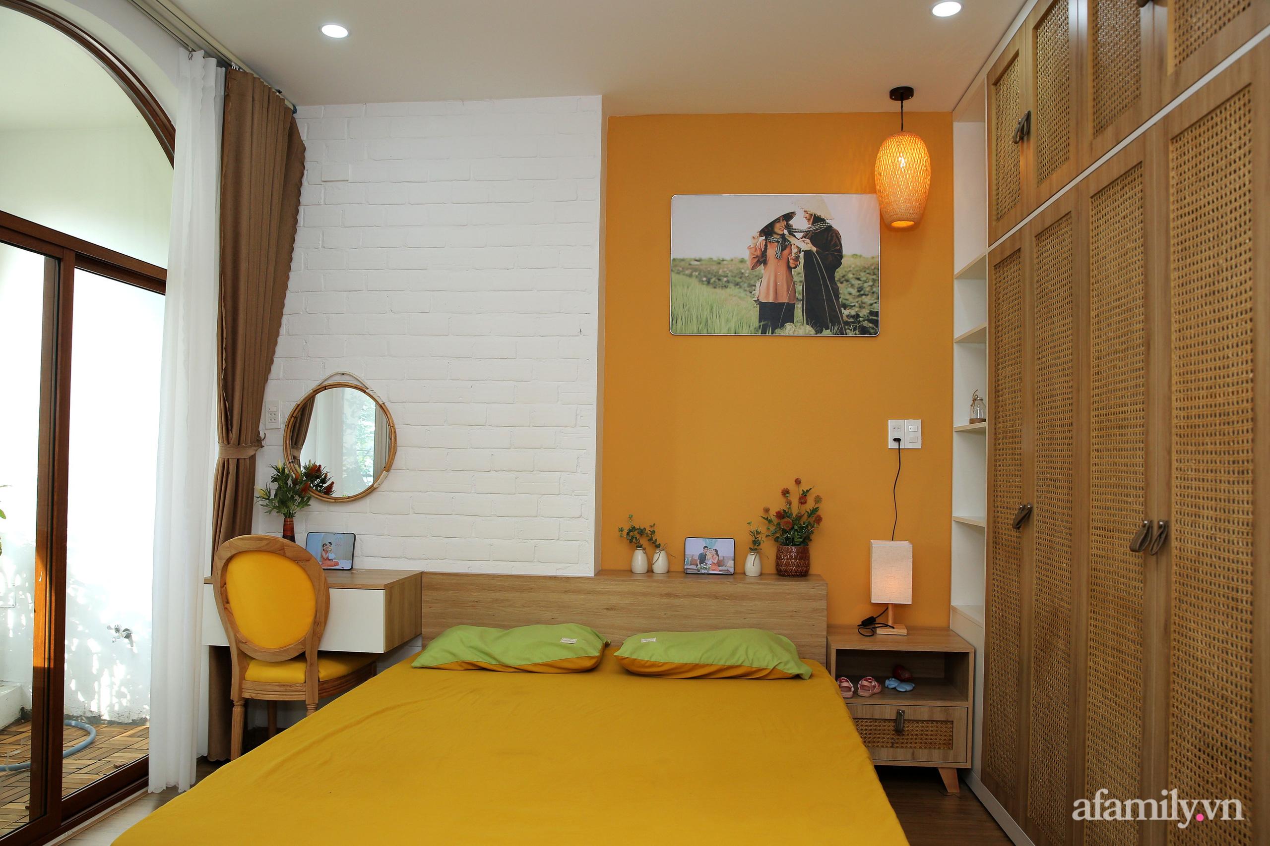 Chồng xây tặng vợ con ngôi nhà ấm cúng với sắc trắng vàng cùng cây xanh và ánh sáng ngập tràn ở Đà Nẵng sau 10 năm ở trọ - Ảnh 10.