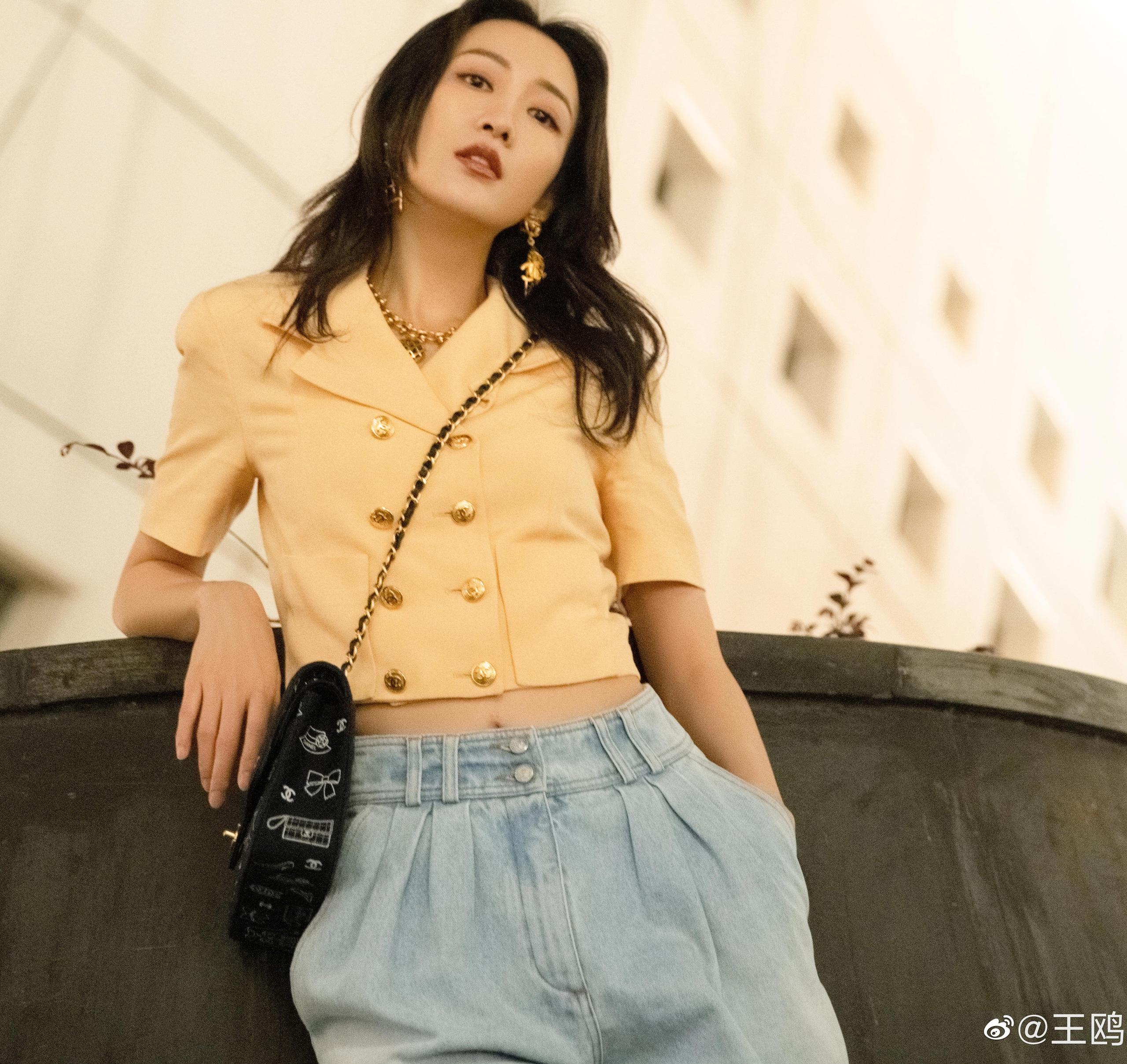 """""""Tình địch của Dương Mịch"""" đã U40 vẫn trẻ trung như gái 20, nhờ món thời trang này mà vừa trẻ lại vừa sang - Ảnh 4."""