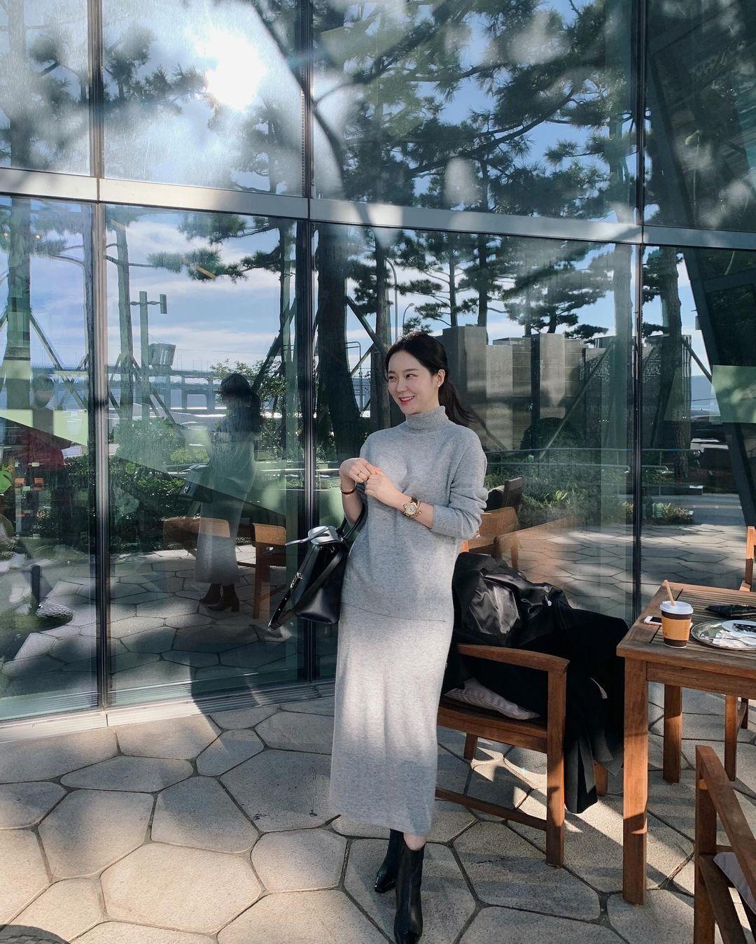 5 kiểu chân váy gái Hàn thường diện với áo len, nàng công sở nên hóng ngay để không bao giờ lo mặc xấu - Chân váy đẹp 2
