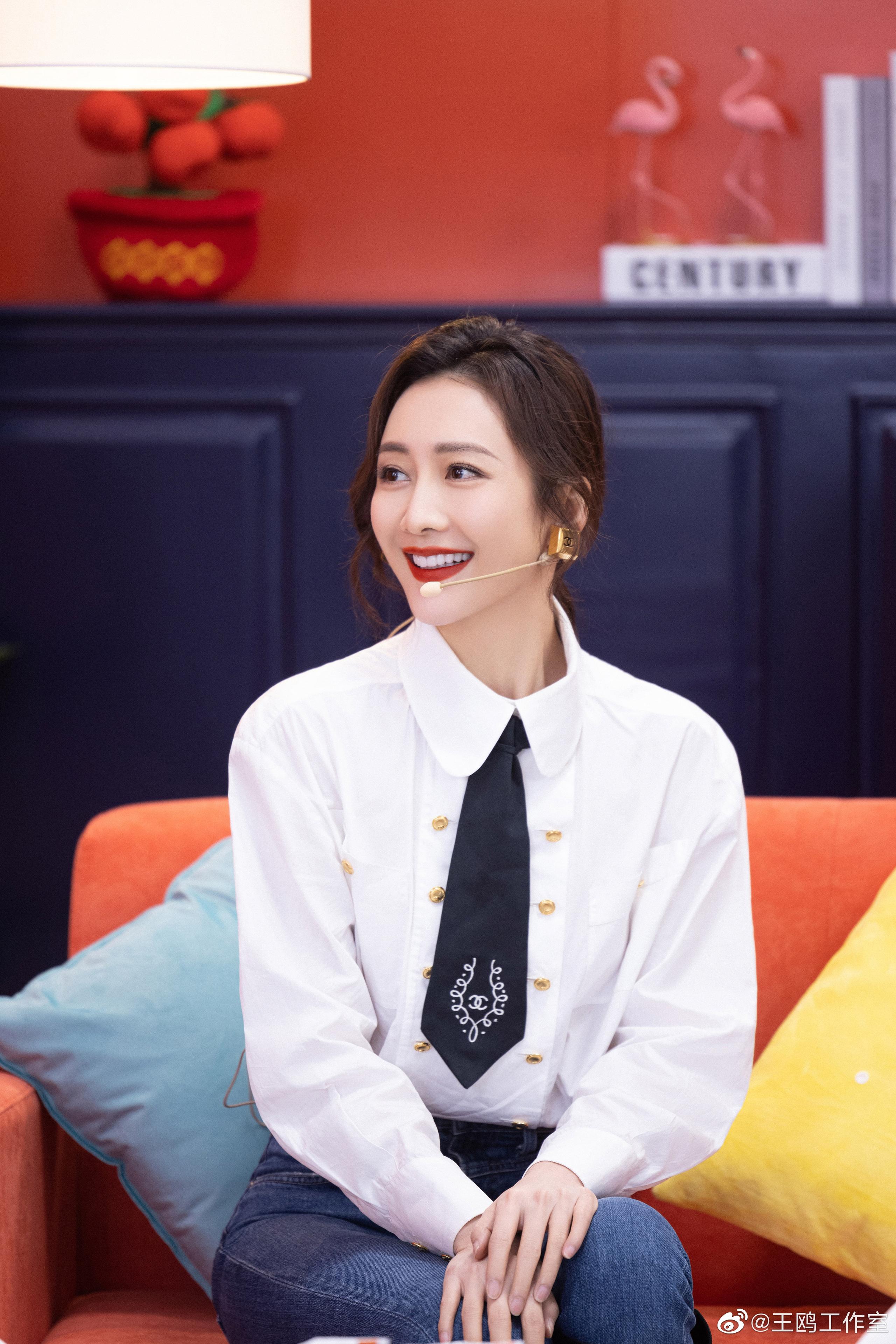 """""""Tình địch của Dương Mịch"""" đã U40 vẫn trẻ trung như gái 20, nhờ món thời trang này mà vừa trẻ lại vừa sang - Ảnh 3."""