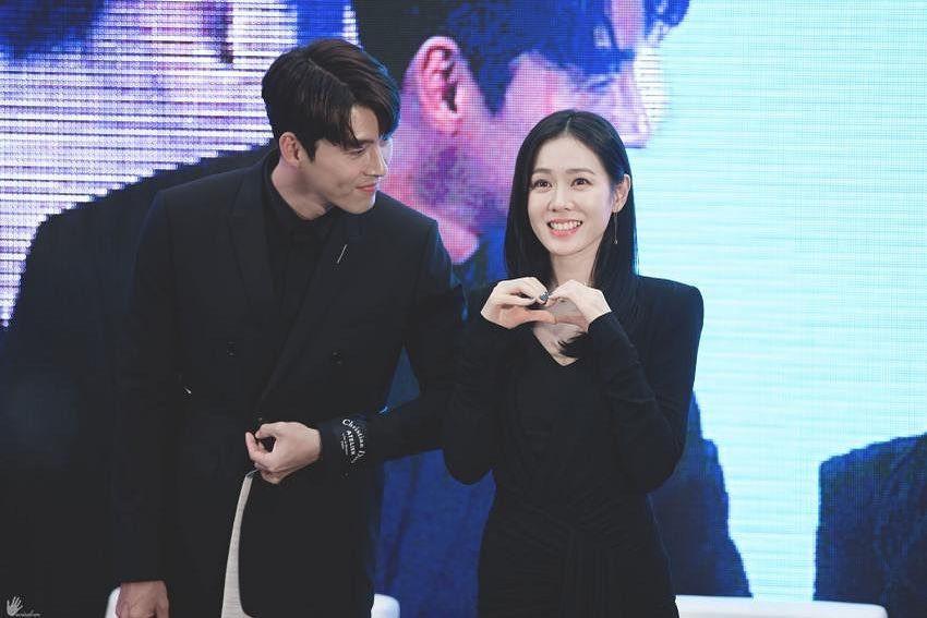 """Hyun Bin bộc bạch:""""Từ lần gặp đầu tiên đã bị sự tinh tế của cô ấy chinh phục"""", phụ nữ 30 + nên học ngay 5 cách diện đồ tinh tế từ Son Ye Jin - Ảnh 2."""