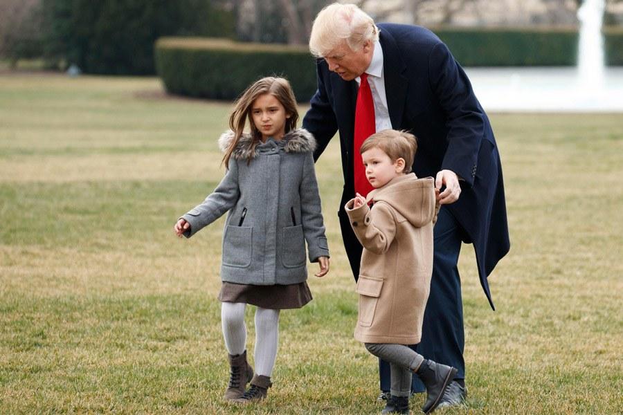 Gái rượu của ái nữ nhà Trump: 8 tuổi cao 1m60, gương mặt giống mẹ như tạc, riêng style thì trái ngược hoàn toàn với người mẹ sành điệu - Ảnh 4.