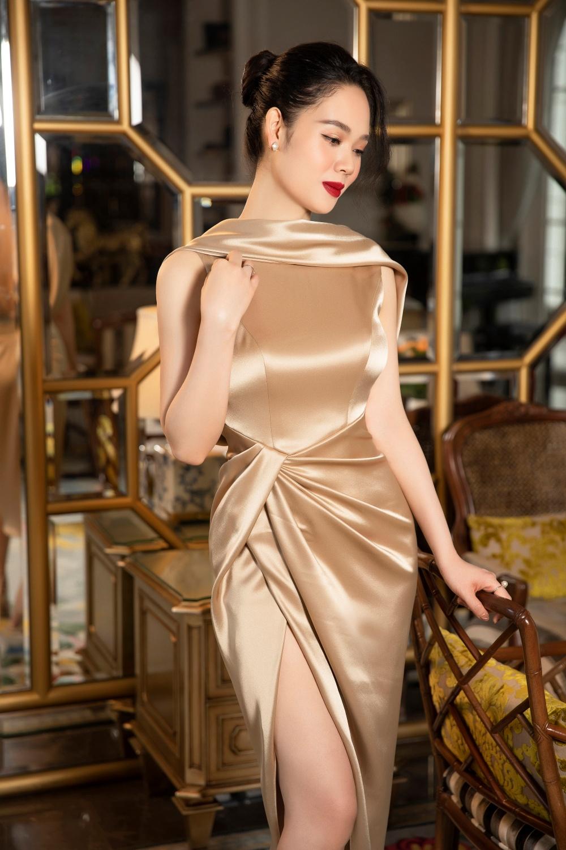 Nàng Hậu kín tiếng nhất Vbiz: U40 vẫn gợi cảm thách thức ánh nhìn trong những thiết kế đầm dạ hội ôm sát  - Ảnh 2.