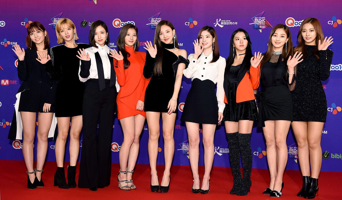 """Nghịch lý style thảm đỏ của Twice: Tách riêng thì đẹp, đứng chung cả nhóm lại thành lôm côm """"như rạp xiếc"""" - Ảnh 9."""