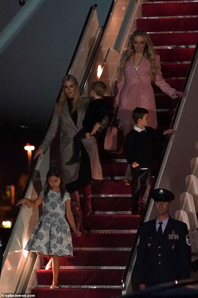 Gái rượu của ái nữ nhà Trump: 8 tuổi cao 1m60, gương mặt giống mẹ như tạc, riêng style thì trái ngược hoàn toàn với người mẹ sành điệu - Ảnh 9.