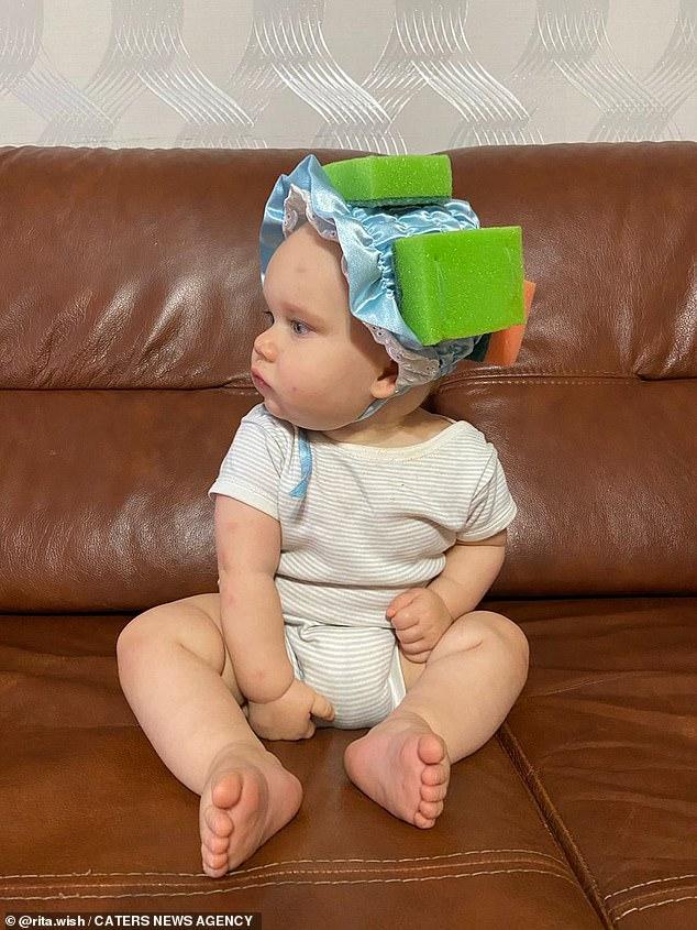 Bảo vệ đầu cho con trong giai đoạn tập đi mà không tốn tiền mua? Học tập ngay bà mẹ thông minh này - Ảnh 3.