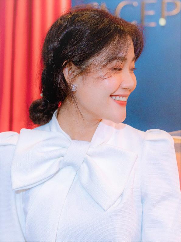 Gái đẹp Nha Trang nổi lên vì giống minh tinh Hồng Kông nay đã trở thành Đại sứ thương hiệu FACEPIA - Ảnh 3.