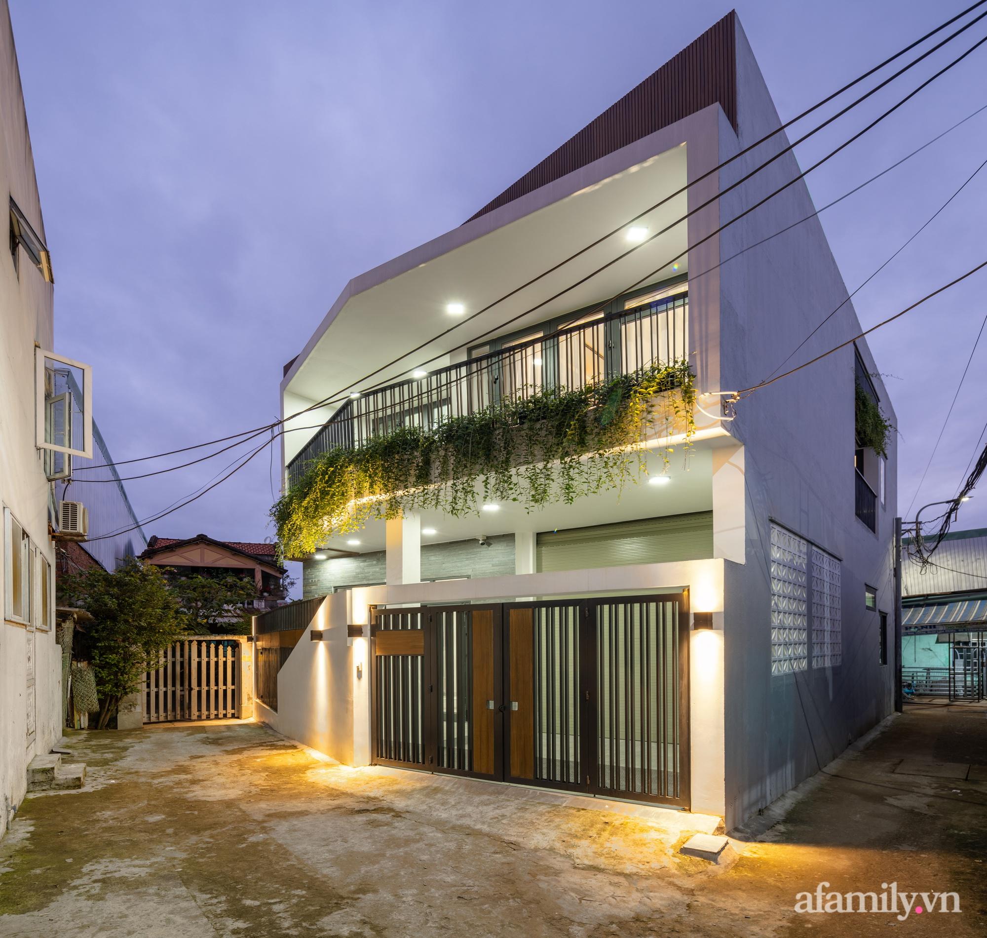 Nhà trong hẻm nhỏ vẫn ngập tràn ánh sáng, duyên dáng với nội thất tối giản ở Đà Nẵng - Ảnh 1.