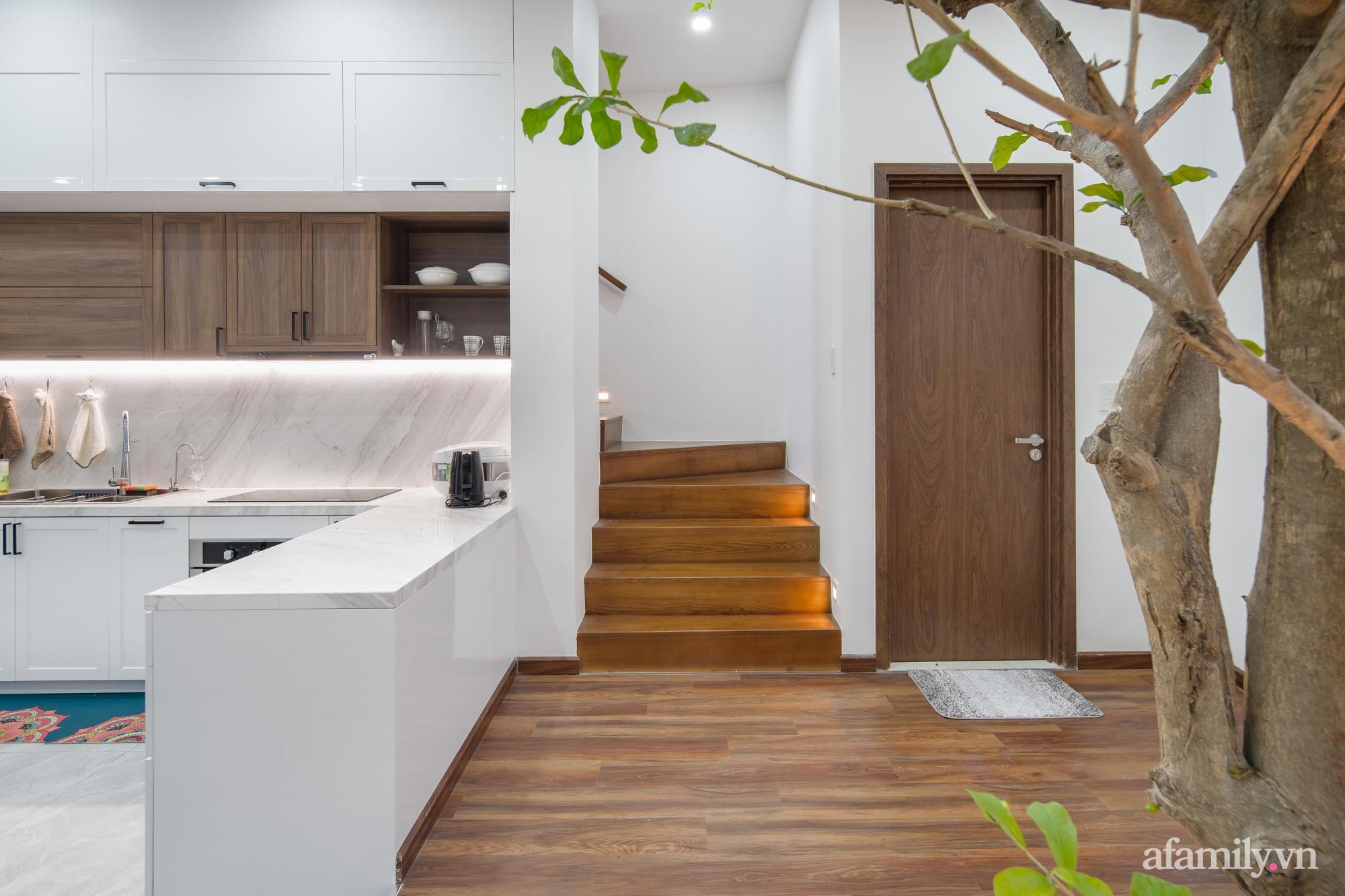 Nhà trong hẻm nhỏ vẫn ngập tràn ánh sáng, duyên dáng với nội thất tối giản ở Đà Nẵng - Ảnh 12.