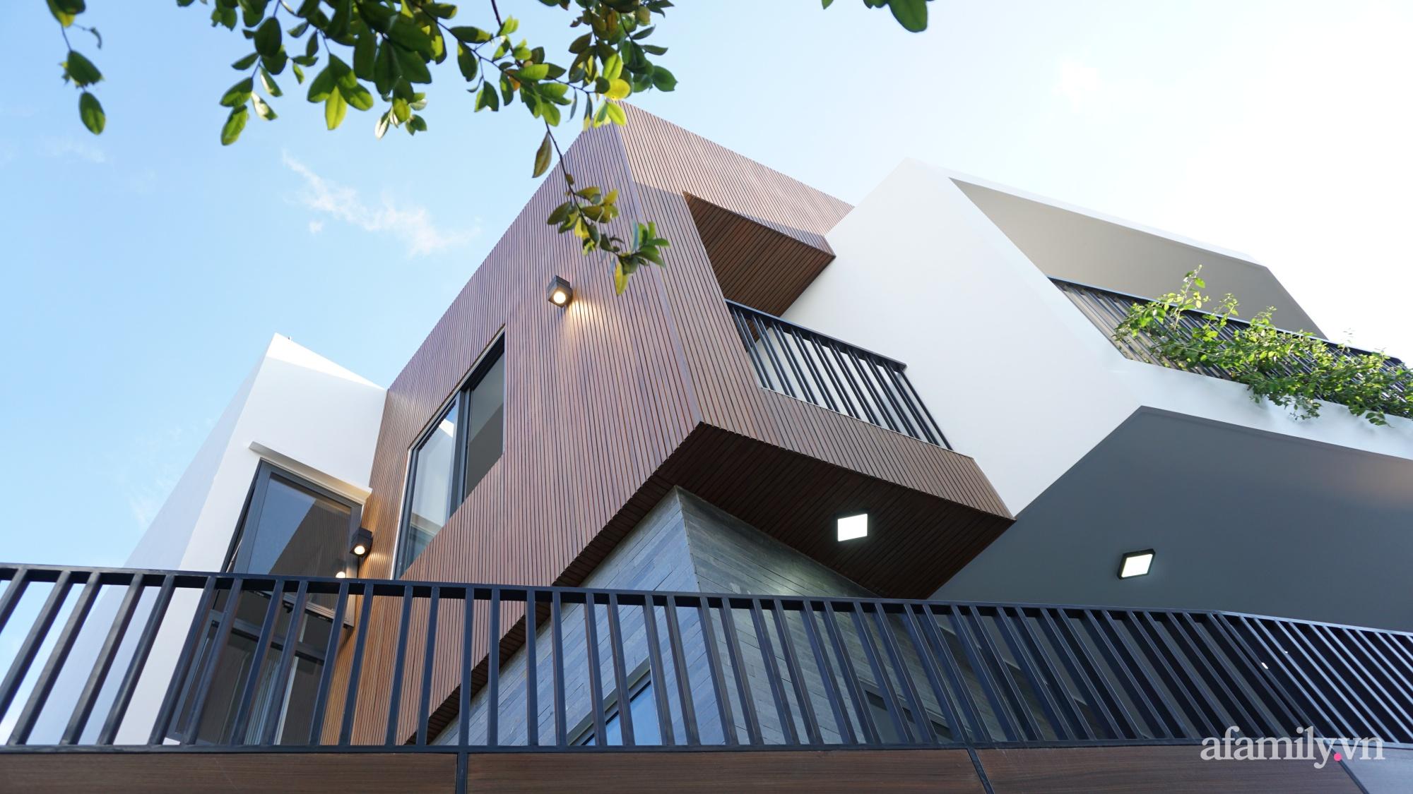 Nhà trong hẻm nhỏ vẫn ngập tràn ánh sáng, duyên dáng với nội thất tối giản ở Đà Nẵng - Ảnh 3.
