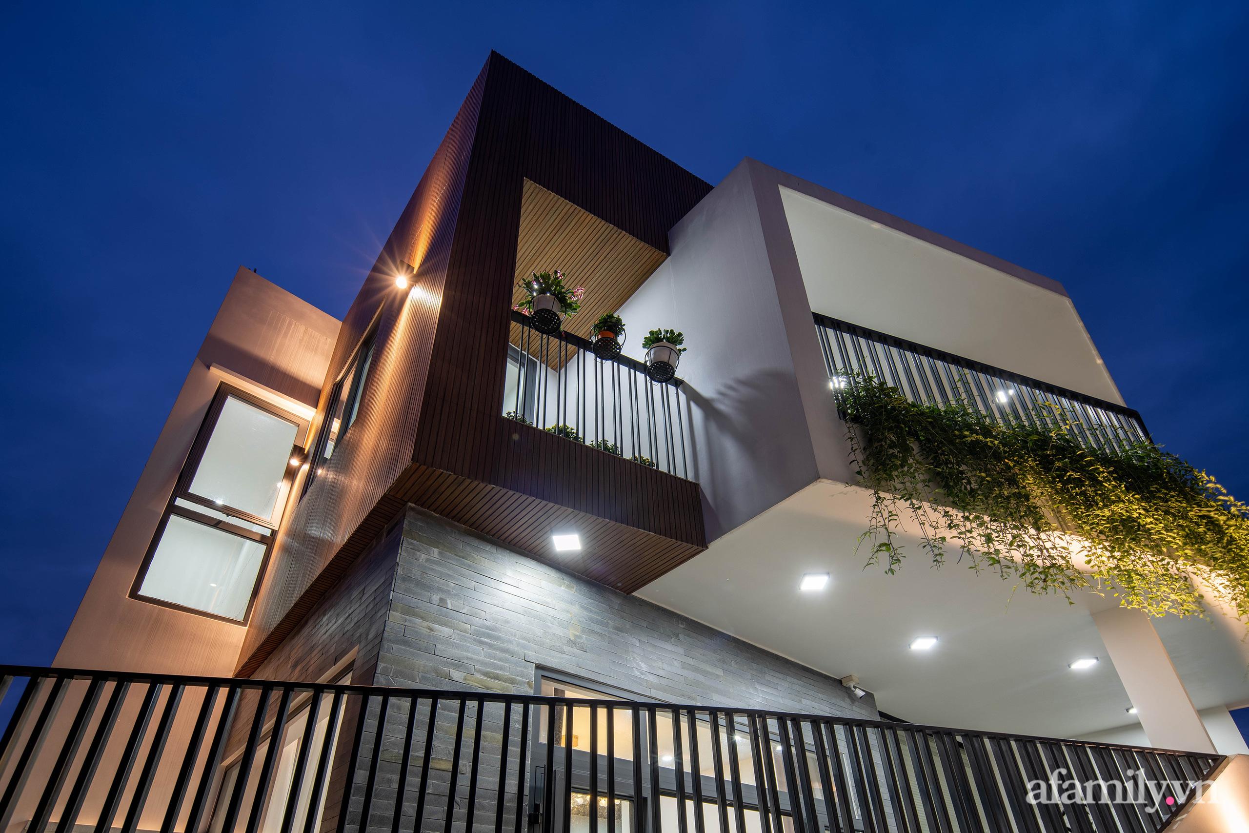Nhà trong hẻm nhỏ vẫn ngập tràn ánh sáng, duyên dáng với nội thất tối giản ở Đà Nẵng - Ảnh 2.