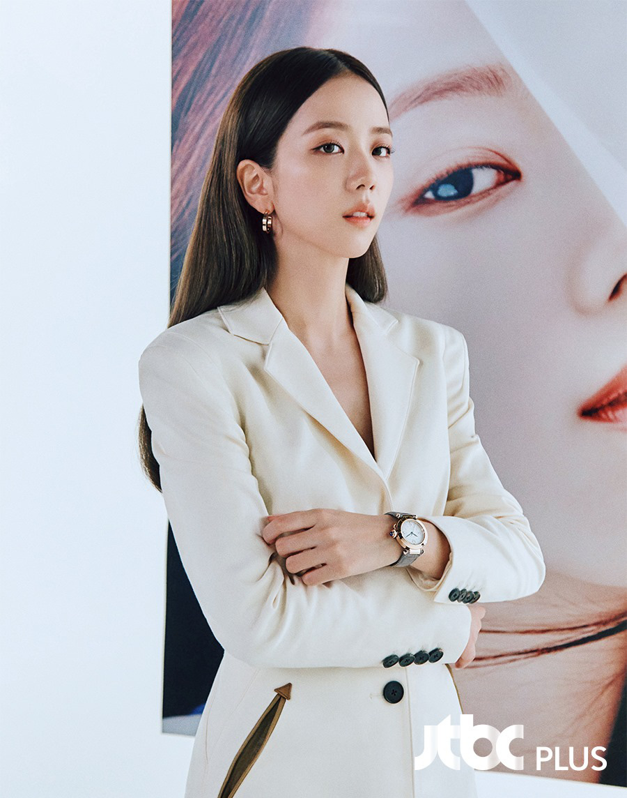 """Ngọc Trinh diện đồ """"nhái"""" theo Jisoo, ác nữ Penthouse, Son Ye Jin và loạt sao châu Á - Ảnh 1."""