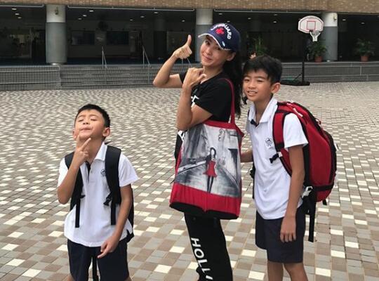 Trương Bá Chi đưa các con trai tới nhà Tạ Đình Phong đón năm mới 2021? - Ảnh 4.