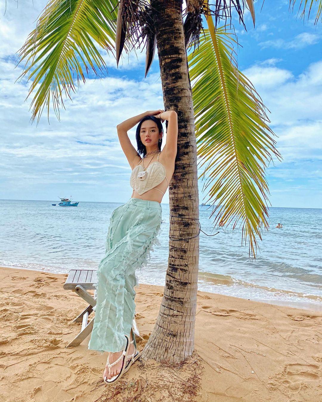 Instagram look của sao Việt: Phanh Lee khoe body nóng bỏng, Hải Tú xinh xắn, riêng Lan Ngọc hơi dừ và sến - Ảnh 9.