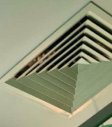 Nằm viện nhiều ngày, người phụ nữ kinh hồn bạt vía khi đôi mắt bí ẩn nhìn mình qua ống thông gió trên trần nhà, càng nhìn càng thấy rùng rợn - Ảnh 2.