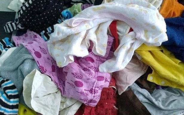 Có 4 loại quần áo và đồ cũ này, cha mẹ có nghèo tới mấy cũng đừng xin lại từ đứa trẻ khác cho con mình - Ảnh 1.