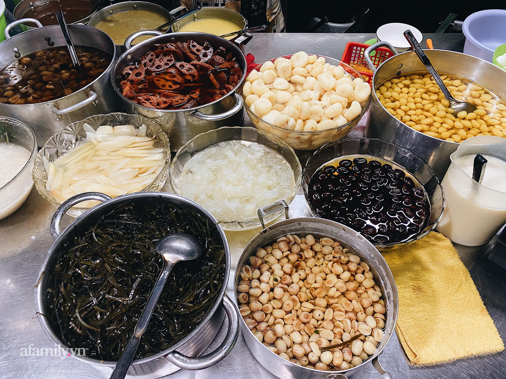 """Xuống quận 5 ghé quán """"chè âm phủ"""" ăn món chè trộn trứng gà sống và loạt món nhìn qua tưởng đồ mặn nhưng lại ngọt, thơm nức tiếng trong ẩm thực người Hoa tại Sài Gòn - Ảnh 3."""