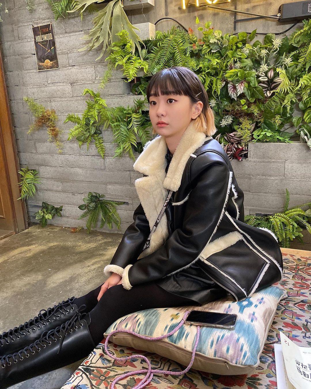 """Không phải áo khoác dáng dài, đây mới là những kiểu áo được sao Hàn ưu ái trong ngày đại hàn: Sang chảnh, ấm áp mà mặc lên không hề bị """"béo"""" - Ảnh 3."""