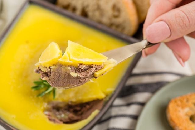 Mách chị em cách làm pate keto: Ngon nức lòng, kết hợp được với đủ loại đồ ăn và quan trọng nhất là không gây béo! - Ảnh 1.