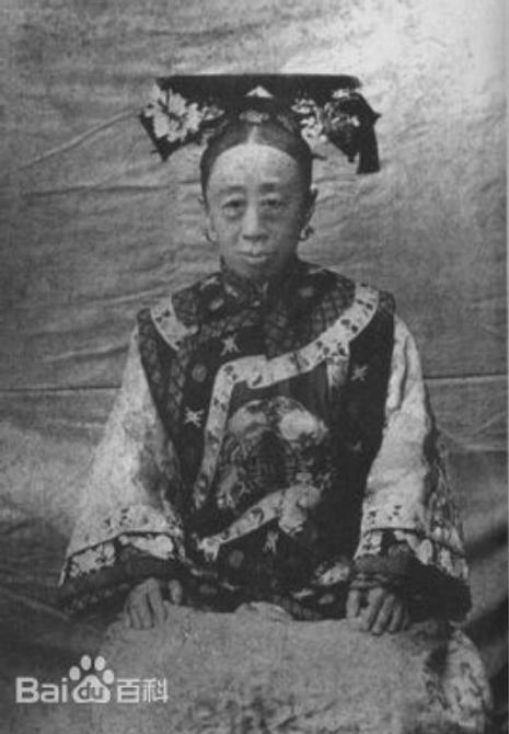 """Công chúa cuối cùng của triều Thanh: 17 tuổi thành góa phụ, thẳng thừng phê bình thói xa xỉ khiến Từ Hi Thái hậu """"câm nín"""" nhưng vẫn nể sợ - Ảnh 1."""