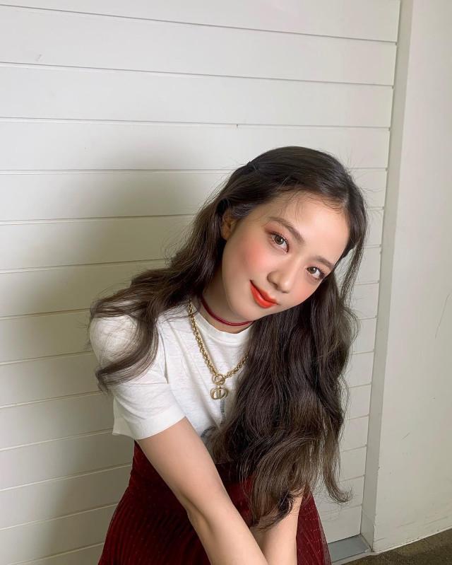 Xứng danh nhan sắc hoa hậu, Jisoo để kiểu tóc nào cũng xinh lịm tim, kiểu đơn giản nhất cũng khiến fan mê mệt - Ảnh 1.