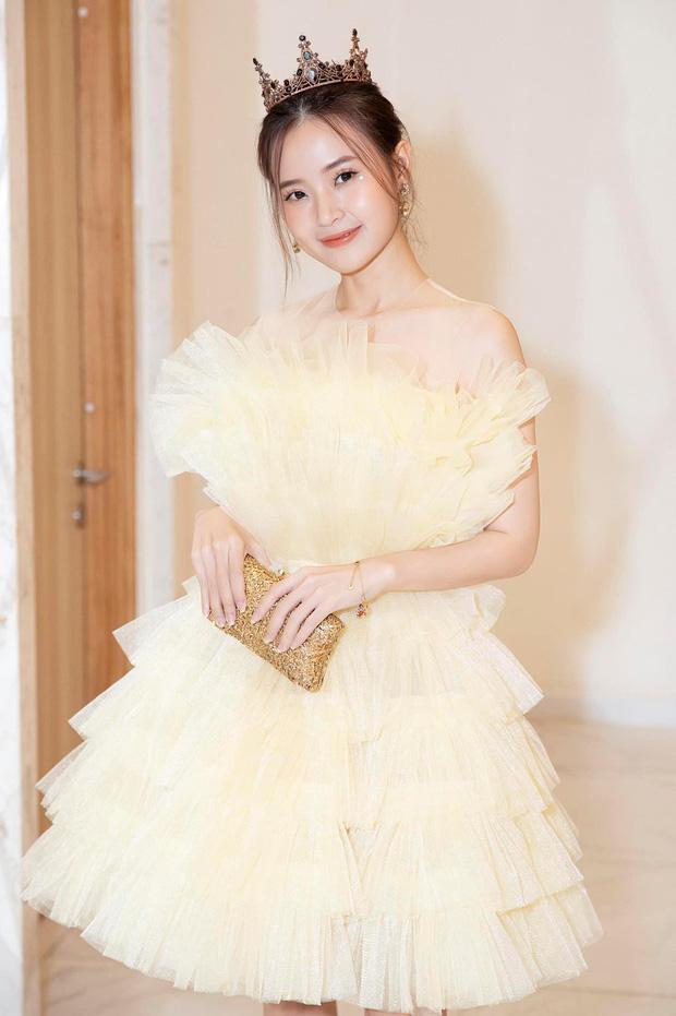 Học lỏm stylist Kpop xén váy để khoe chân dài, Hương Giang cắt luôn 1 tầng váy khi đụng hàng Midu: Nhưng kết quả lại không được như mong đợi - Ảnh 4.