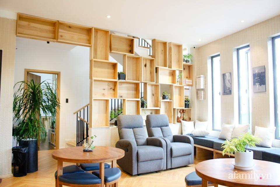 """Căn nhà """"thôi miên"""" bằng nội thất gỗ tự nhiên cùng phong cách tối giản của chàng trai Đà Lạt - Ảnh 4."""