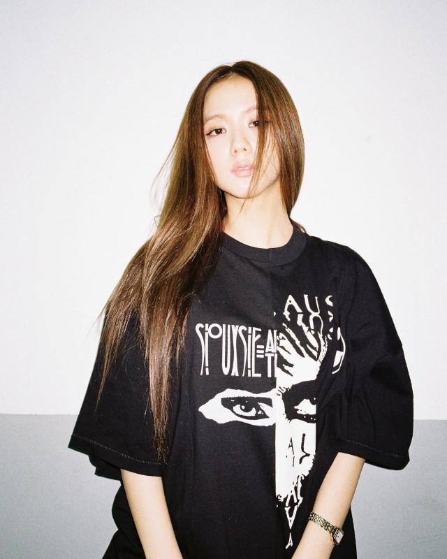 Xứng danh nhan sắc hoa hậu, Jisoo để kiểu tóc nào cũng xinh lịm tim, kiểu đơn giản nhất cũng khiến fan mê mệt - Ảnh 4.