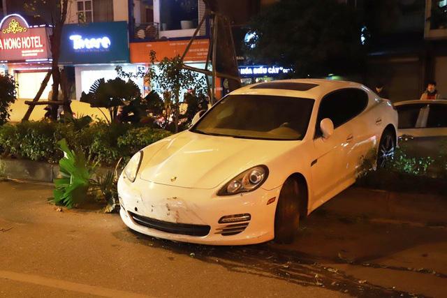 Thêm mâu thuẫn vụ Porsche cày nát dải phân cách ở Hà Nội: BV Bạch Mai khẳng định không tiếp nhận tài xế đột quỵ nào như người nhà nói - Ảnh 1.