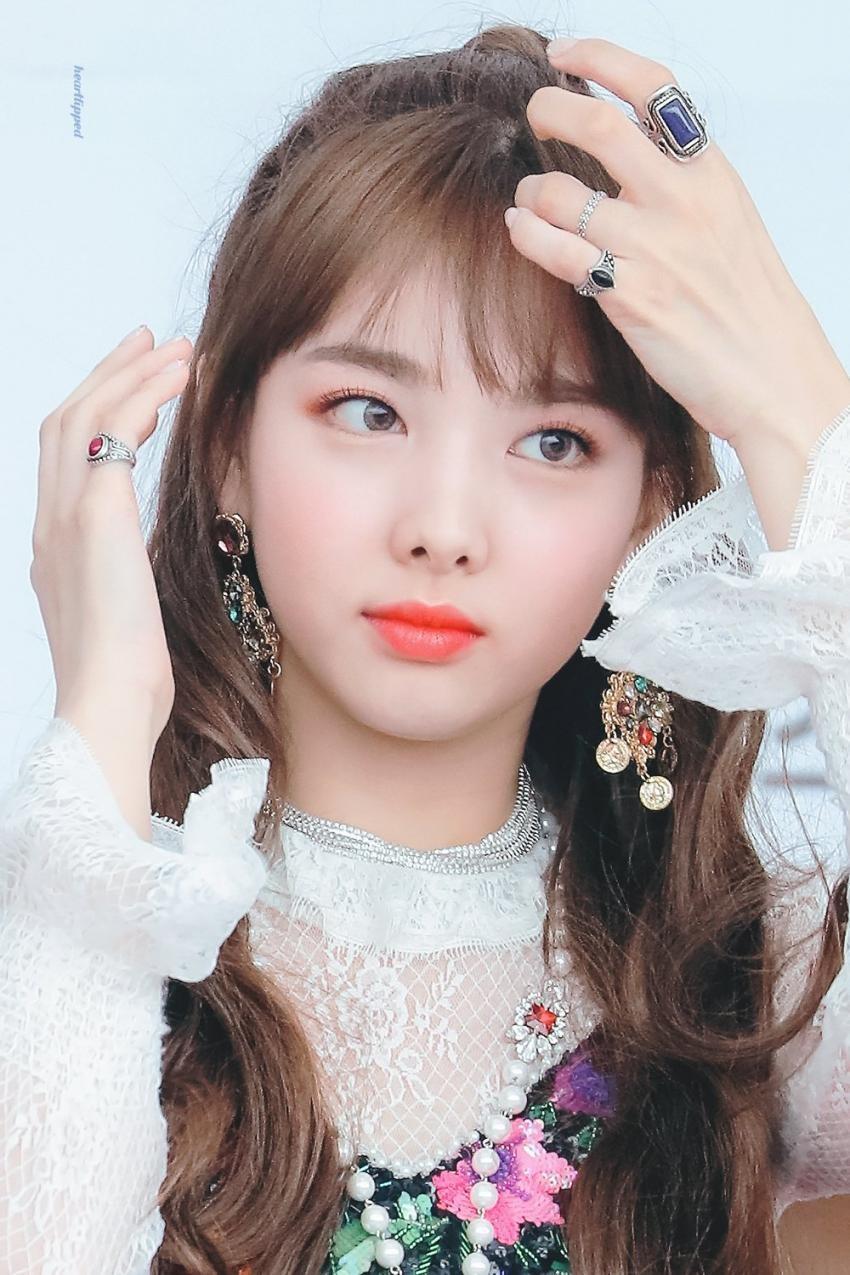 """Nayeon (Twice) từng bị chê hết lời khi để tóc mái giả nhưng thực tế lại khiến dân tình """"ngã ngửa"""" vì bất ngờ - Ảnh 7."""