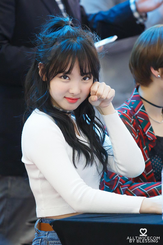 """Nayeon (Twice) từng bị chê hết lời khi để tóc mái giả nhưng thực tế lại khiến dân tình """"ngã ngửa"""" vì bất ngờ - Ảnh 6."""