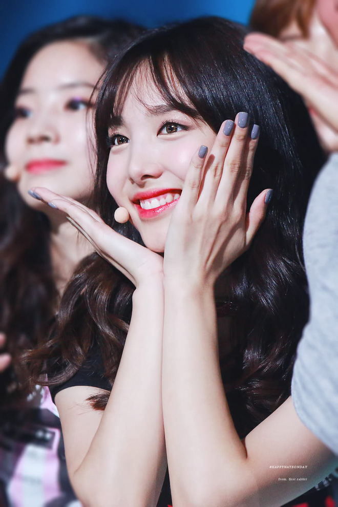 """Nayeon (Twice) từng bị chê hết lời khi để tóc mái giả nhưng thực tế lại khiến dân tình """"ngã ngửa"""" vì bất ngờ - Ảnh 9."""