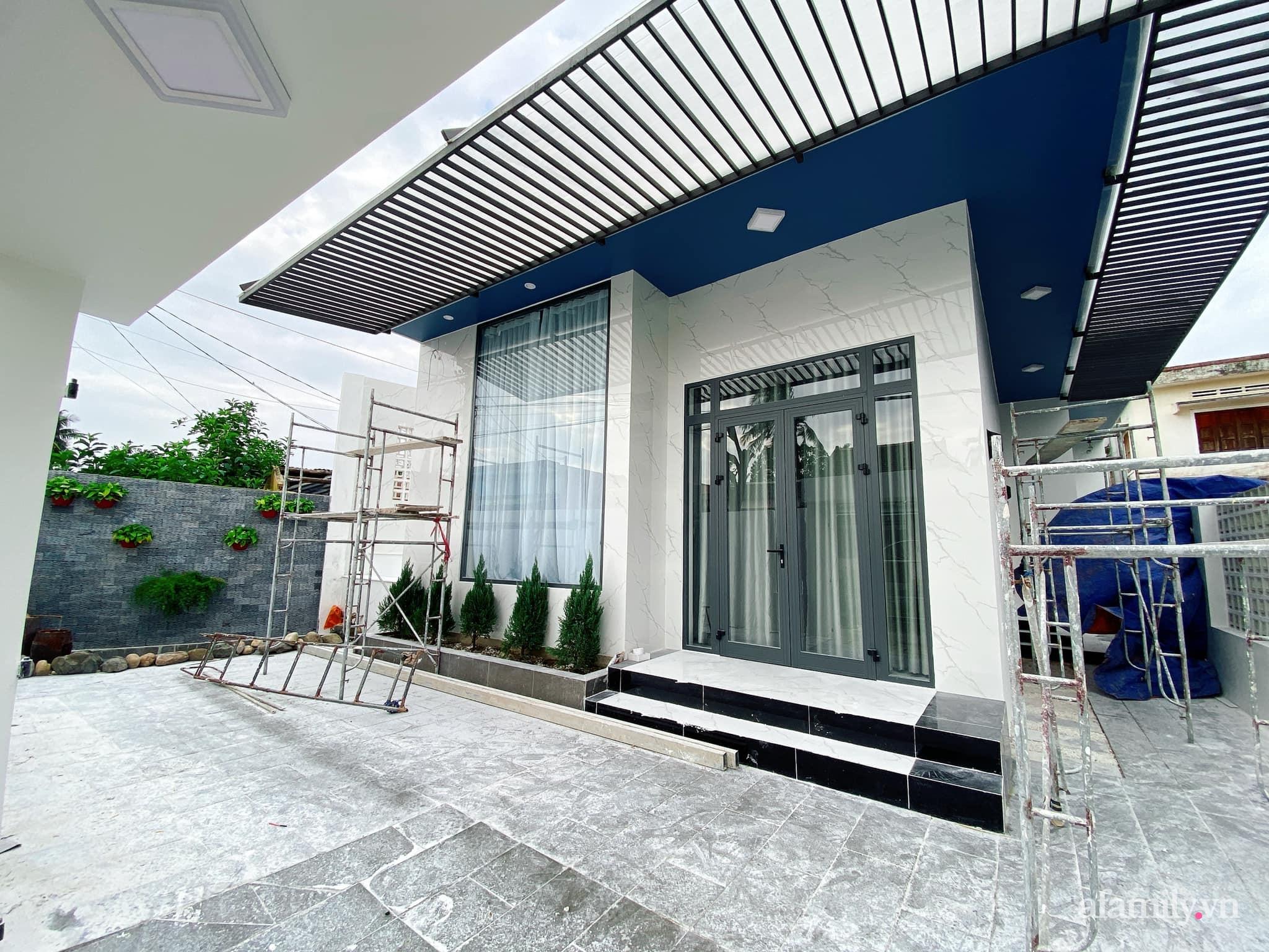 Nhà cấp 4 xây theo mô hình chống bão của cặp vợ chồng trẻ người Quảng Ngãi gây xôn xao vì đẹp như hình tạp chí, chính chủ tiết lộ chi phí gần 1,2 tỷ đồng - Ảnh 4.