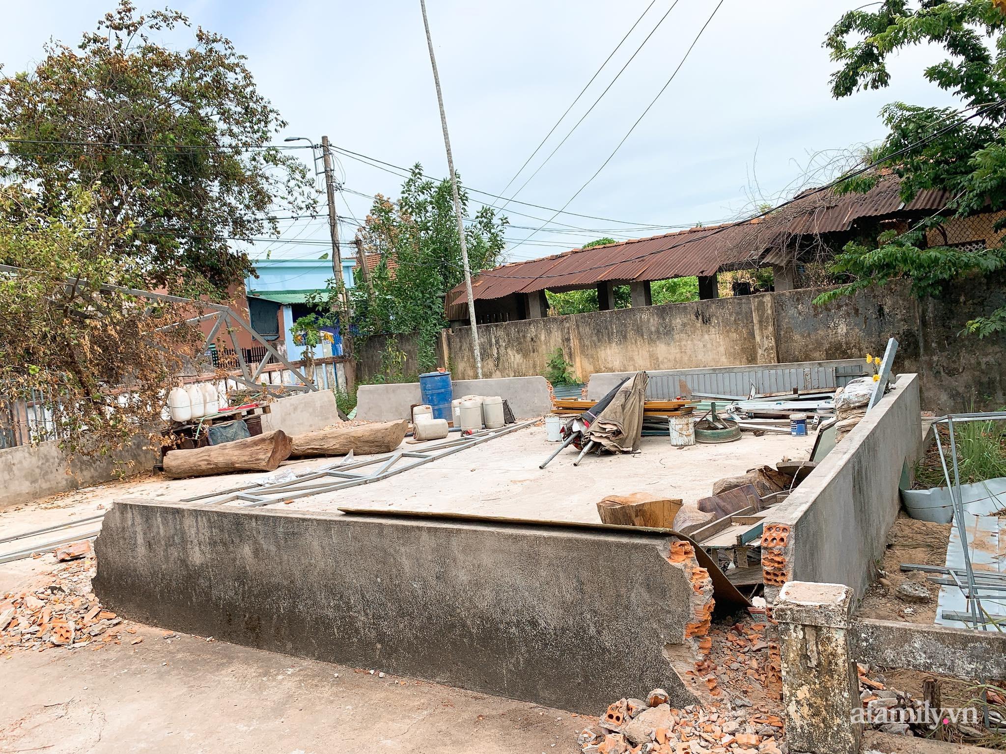 Nhà cấp 4 xây theo mô hình chống bão của cặp vợ chồng trẻ người Quảng Ngãi gây xôn xao vì đẹp như hình tạp chí, chính chủ tiết lộ chi phí gần 1,2 tỷ đồng - Ảnh 2.